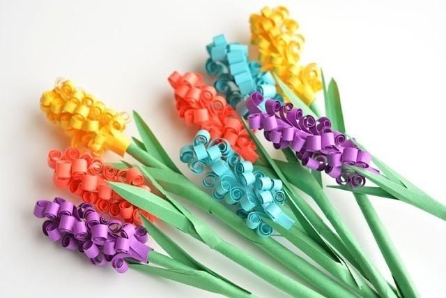 Цветы из цветной бумаги на 8 марта