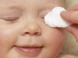 Гноятся глаза у ребенка, что делать