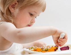 Режим питания ребенка от года до трех: чем и сколько раз кормить ребенка
