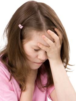 Головная боль у детей и почему болит голова у ребенка