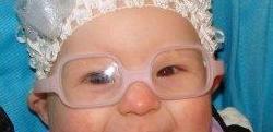 специальные очки с пластиковыми стёклами и в пластиковой оправе